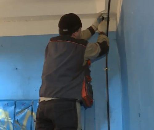 Монтаж камеры видеонаблюдения в подъезде многоквартирного дома