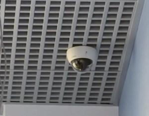 Камера видеонаблюдения в офисе