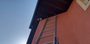 камера видеонаблюдения под крышей
