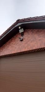 камера видеонаблюдения над гаражом