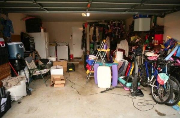 гараж с вещами