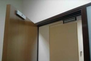 электронный замок на двери